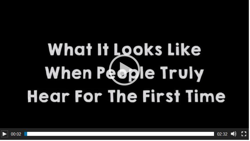 Taube Menschen hören das erste Mal